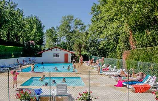 Campsite in the pays basque with swimming pool water for Camping avec piscine pays basque