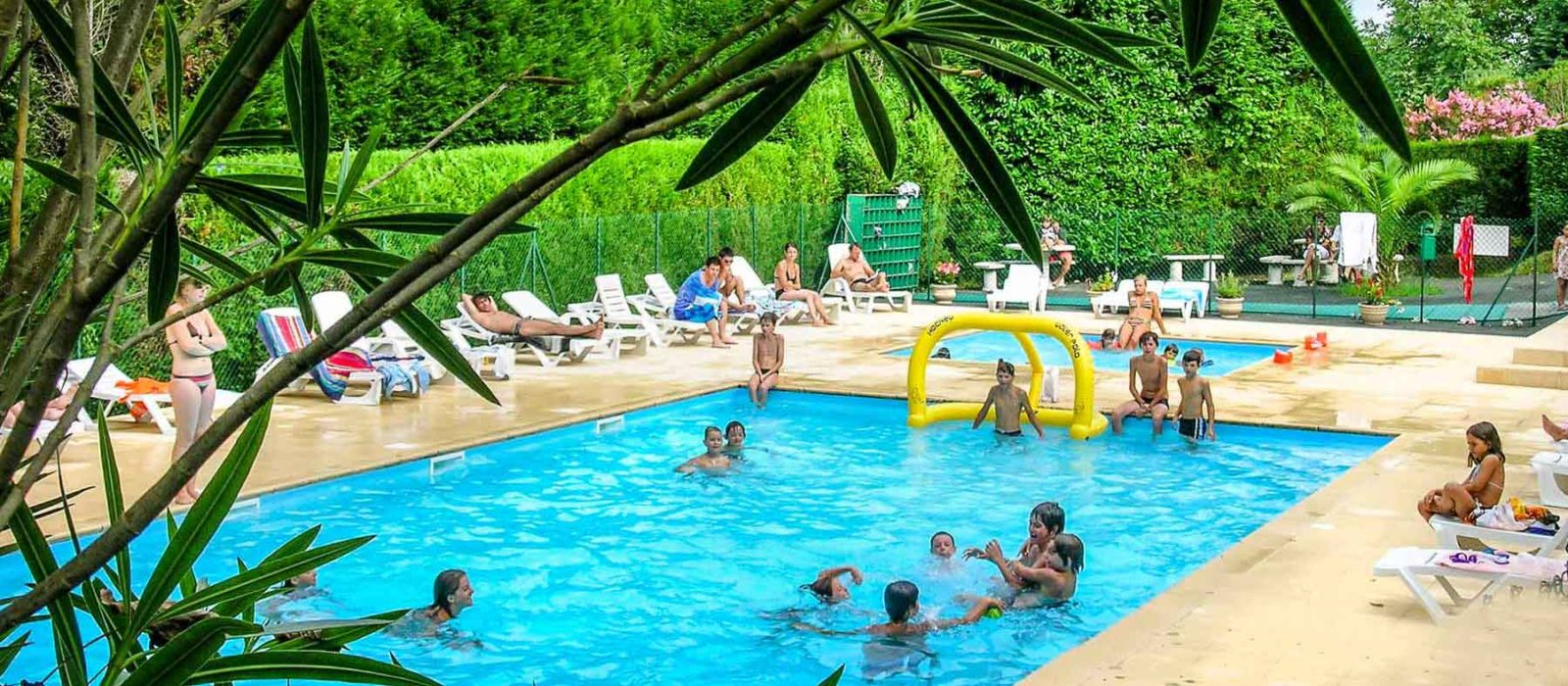 Camping pays basque 4 toiles camping urrugne vers for Piscine pays basque